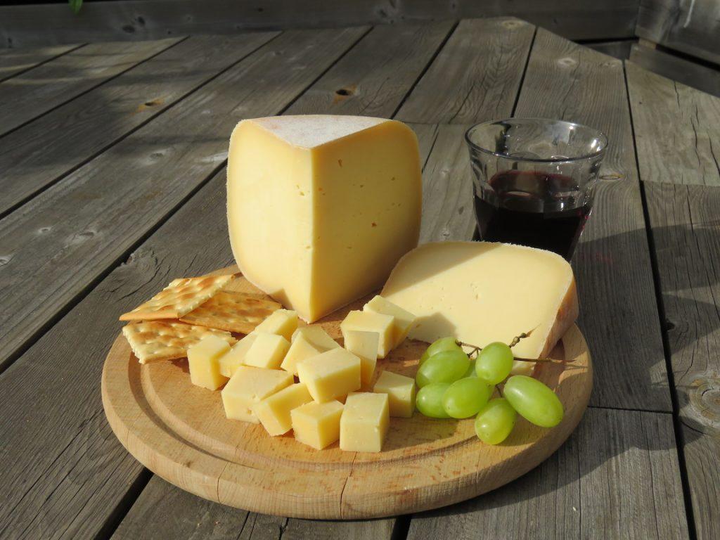 Kaas op een kaasplank